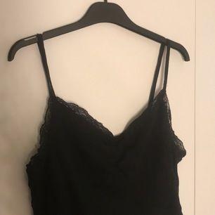 svart spets linne köps på newyorker. Blir din för 30kr + frakt🥰🥰🥰🥰