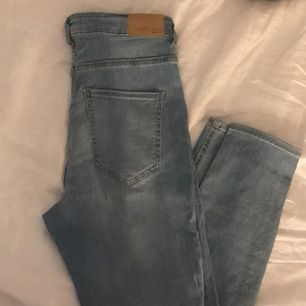 ljusblå jeans från Gina. Sitter jätte fint men är lite för korta för mig. Sälj för 100kr