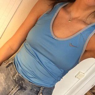 Skitsnyggt ljusblått linne från Nike med inbyggd bh😍 +frakt 44kr eller hämtas vid fridhemsplan💙