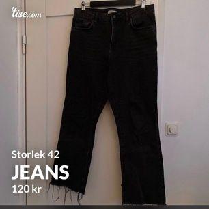 Svart/gråa jeans ifrån Ginatricot i storlek 42. Väldigt sköna och bra skick.