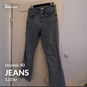 Blåa jeans ifrån GinaTricot i storlek 40. Bra skick och väldigt sköna.