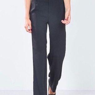 Säljer mina gråa kostym byxor från Bikbok. Dem är i strl M. Nypris: 399 men säljer för 150 kr + frakt.
