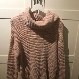 Stickad tröja storlek s från bikbok 100kr + frakt