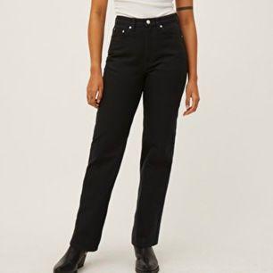 Säljer på mina weekday jeans i modellen rowe som knappt är använda. Storlek 25/30. Skicka för fler bilder. Frakt tillkommer