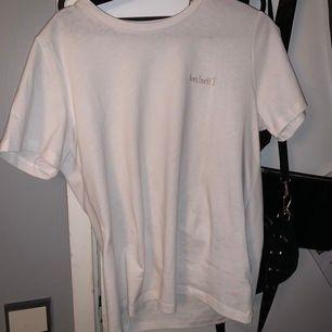 Snygg T-shirt från bikbok! Aldrig använt o säljer för jag ej använder den:)) frakt ingår ej!!