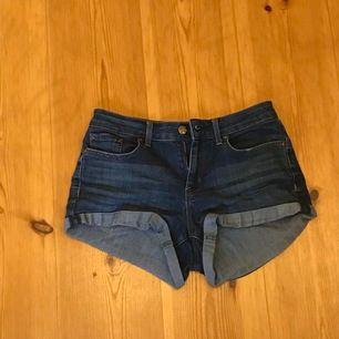 jeanshorts från Jessica Simpson, köpa i new york. Säljer för att de tyvärr är för små för mig nu. Storlek 27 jeansstorlek