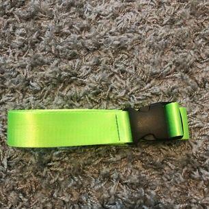 Neongrönt skärp från shein. Inte använt så många gånger så i mycket bra skick! Köpare står för frakt