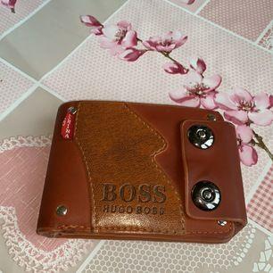 Hugo boss plånbok! Säljer den för att jag behöver inte den längre! Den är som ny och använde den knappt.