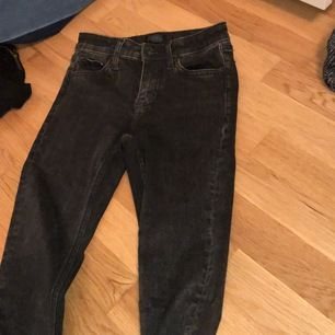 Snygga men framförallt bekväma och STRETCHIGA byxor/jeans jag köpt från Jack and Jones. Aldrig använt, passar med allt samt är high Wasted super skinny!