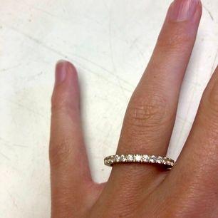 Helt ny ring från Edblad (modell glow ring matt gold). Storlek M. Oanvänd. Ordinarie pris 299 kr, mitt pris 200.