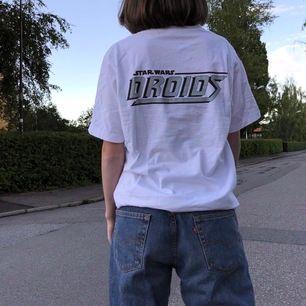 Vit t-shirt med Star Wars tryck från Uniqlo. Knappt använd. Gratis frakt 💞