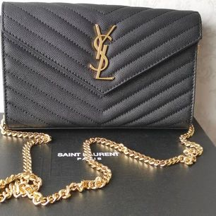 Louis Vuitton väska i 100% äkta läder ingår box kvittot pris 2500kr