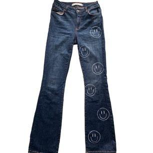Smiley jeans som jag har målat helt själv! Storlek M eller W31L34