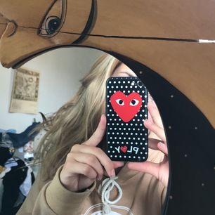 Commes des garcons skal till iPhone 7/8, nyskick!!!!!!! Frakt ingår i priset vid snabb affär 😎