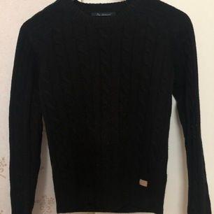 Supersöt stickad tröja sticks inte basic stickad säljs då de ej kommer till användning, frakt tillkommer🥰