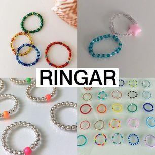 Jag gör costumized ringar och anpassar mig efter det du vill ha på den. 15-20kr (+frakt) beroendes på design. På bilderna ser du vad jag kan göra. Jag kan även skicka bild på dom pärlorna jag har och så får du plocka ut dom du önskar ska vara på ringen! 💖