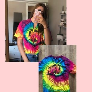 Säljer min älskade TieDye tröja för den kommer ej till användning längre! Köpt på secondhand butik!🦋❤️