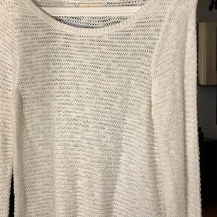 Fin stickad tröja från Hollister som endast är använd ett fåtal gånger. Tröjan har storlek S, frakt tillkommer vid köp. 💞