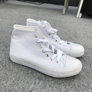 Snygga skor helt oanvända och väldigt snygga🌸kontakta mig vid intresse ( skickar inte några paket) 😁pris kan diskuteras