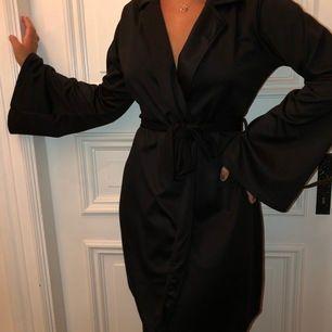 Klänning ifrån NELLY TREND . Oanvänd med prislapp kvar