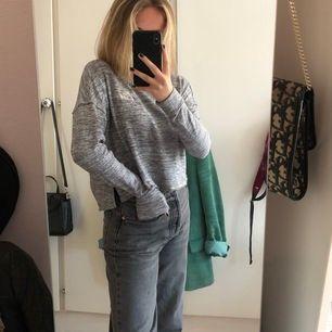 En grå superskön tröja från hollister!