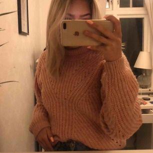 En super fin stickad rosa tröja som jag säljer ändats pga att den inte andvänds alltså inga fläckar och i princip oanvänd. Frakten står du för. Köpte för 300kr❤️