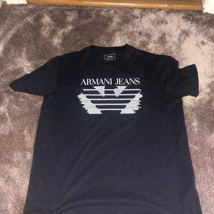Ny tröja från Armani ÄKTA, köpt i New York. Storlek M herr men passar mig som är m dam med! Bra strechig 😊