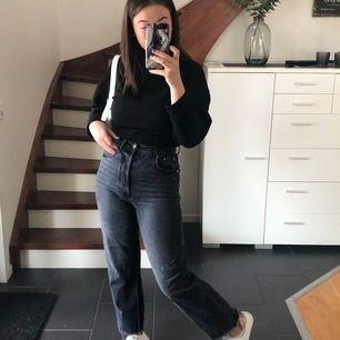 säljer min favorit jeans från Gina💞dom sitter perfekt runt midjan, fraktar endast!!🥰