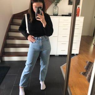 ljusa trendiga jeans från Gina, sitter jättebra runt midjan, fraktar endast!!🥰🥰