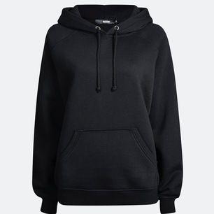 En bikbok hoodie i bra skick, frakten är 63kr! Köptes för 299kr.