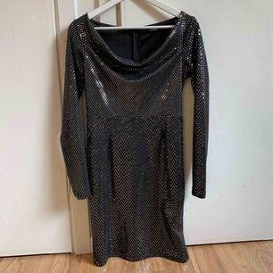 Säljer en klänning från Boohoo som ej används mer. Kan frakta mot kostnad, skriv för mer info💕
