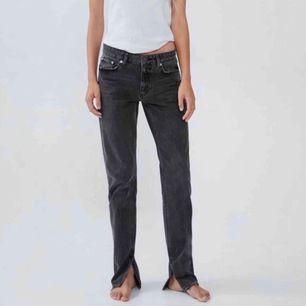 Säljer dem populära slutsålda zara jeansen. Det är storlek 34/36. Säljer för 250kr