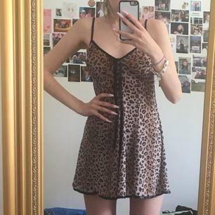 min underbara mesh leopard klänning som jag nästan vill behålla själv... i mesh men ej genomskinlig, man behöver alltså ej ha typ bh under!  200 kr elr högsta bud💖