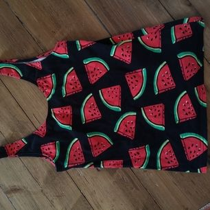 Sjukt coolt linne med meloner. Märkt M.