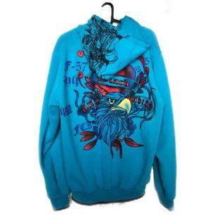 Funderar på att sälja vidare denna feta Ed hardy hoodien (rare) skicket är inte som ny tyvärr men är fortfarande fräsch och hel +frakt 63kr:- (spårbart)