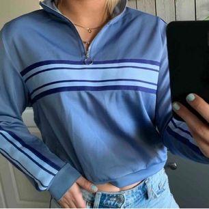 Cool GUL tröja från bikbok som tyvärr inte kommit till användning dvs helt oanvänd. Tröjan är lite 80/90 tals inspirerad. Nypris 299kr om jag minns rätt :) (första bilden är lånad)