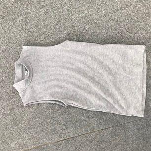 Ett snyggt grått linne som är väldigt bekvämt och i gott skick( skickar inte några paket😁pris kan diskuteras