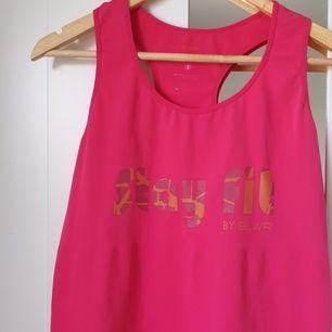 En rosa tränings tröja från BLWR, som är ny, och har super skön material! Pris: 150kr+ frakt 44kr