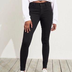 Säljer lågmidjade Hollister jeans storlek xxs (w23;l29)
