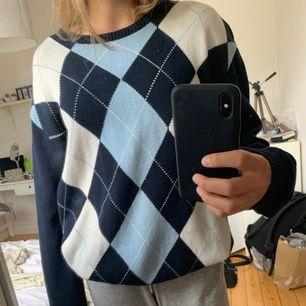 INTRESSEKOLL, BUDA I KOMMENTARERNA! På denna super snygga och trendiga tröja från brandy Melville, köper i London i februari för ca 550kr. Storlek one size men den passar xs-m. Säljer endast om jag får ett bra bud.
