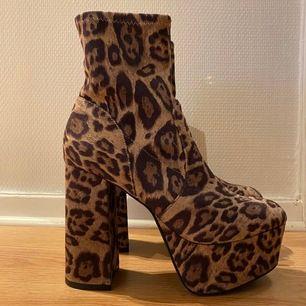Oanvända leopard klackar från Asos i storlek 37! Kan hämtas i Malmö men även fraktas, köparen står för frakten!😊