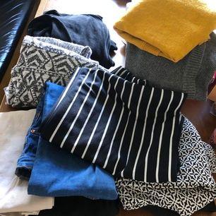 Tre stickade tröjor, ett par blå jeans, ett par ljusa stretchbyxor, ett par randiga vida byxor, ett par svarta utsvängda byxor, två par sommarbyxor, ett sett med huvtröjor och byxor i plyschmaterial från Cubus. Allt passar xs/s