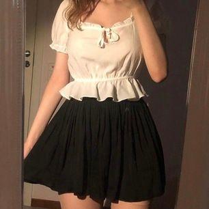 Så himla fina och sköna! Är shorts men ser ut som en kjol, perfekt för en sommar med vind. Original pris på denna var 550kr, frakt 44kr