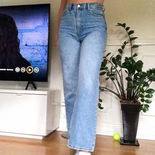 Supersnygga vida jeans från Dr. Denim i modellen Echo💓 köpta för 600 och endast testade! Fler som är intresserade så buda!✨✨ budet ligger just nu på 380+frakt