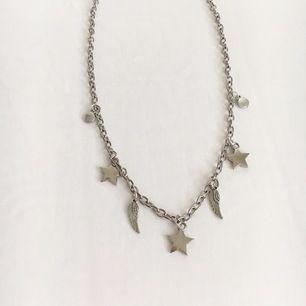 Handgjord av mig🌸 Alla smycken jag gör är återanvända från många olika smycken och annat🌸 80kr inkl frakt🌸