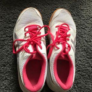 Volleyboll skor/ idrotts skor storlek 39 i bra skick