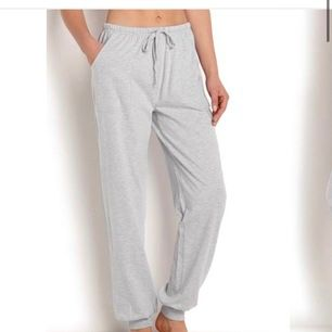 Säljer dessa mjukis byxor / pyjamas byxor från Gina använda fem gånger mycket bra skick❤️