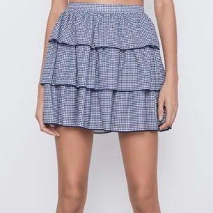Säljer 2 stycken kjolar från zara, en i S o en i M. Helt nya prislapp kvar, skriv privat för egna bilder! Resår i midjan så  både M o S passar mig med Xs-S 💞💞buda från 150 (köpa direkt 300kr)