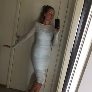 Säljer denna ljusblåa fina klänning från Hanna schönbergs kollektion, helt slutsåld. Precis lika fin i verkligheten. Säljer den för samma pris som ja köpte den för.  Köparen står för frakt. Skickar när jag får betalning.