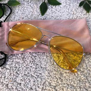 Jättesnygga 70-talet aktiga solglasögon ;P